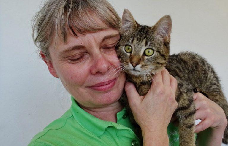 Tierarzthelferin und Katze